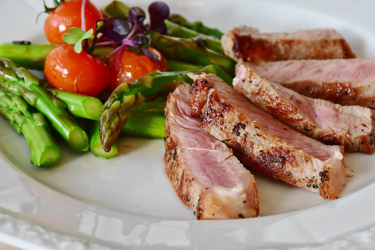 a plate of veal steak asparagus and other veggies for the ketogenic diet